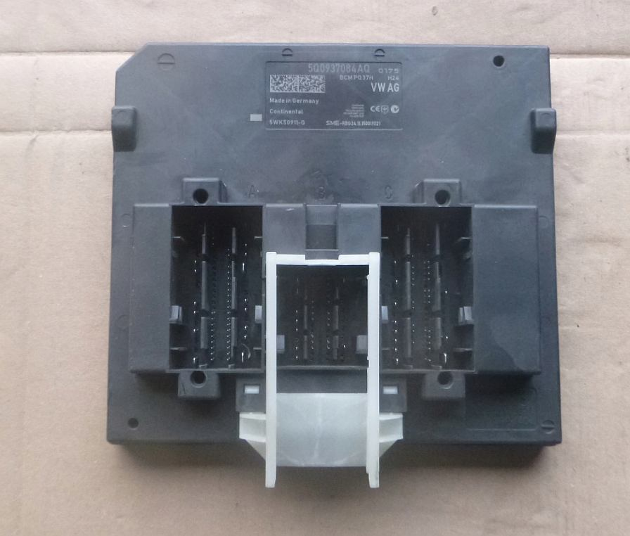 Riadiaca jednotka modul komfortu BCM 5Q0937084AQ na VW Audi Seat Škoda