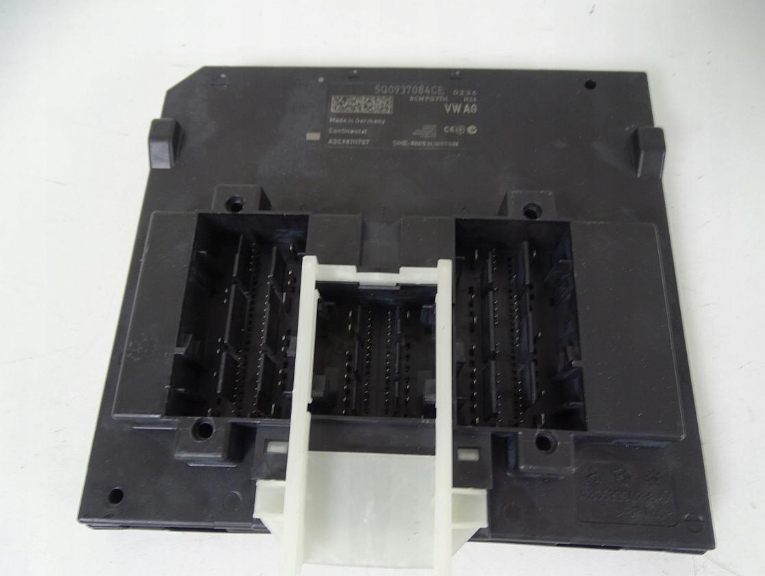 Riadiaca jednotka modul komfortu BCM 5Q0937084CE na VW Audi Seat Škoda